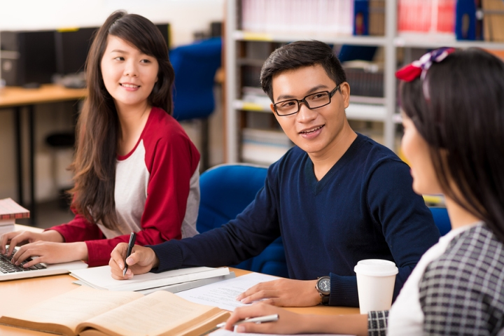 Chinese Students Studying on American Campus